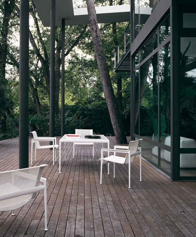 Outside spaces are utilized as extra dining and relaxation zones to take full advantage of the setting.