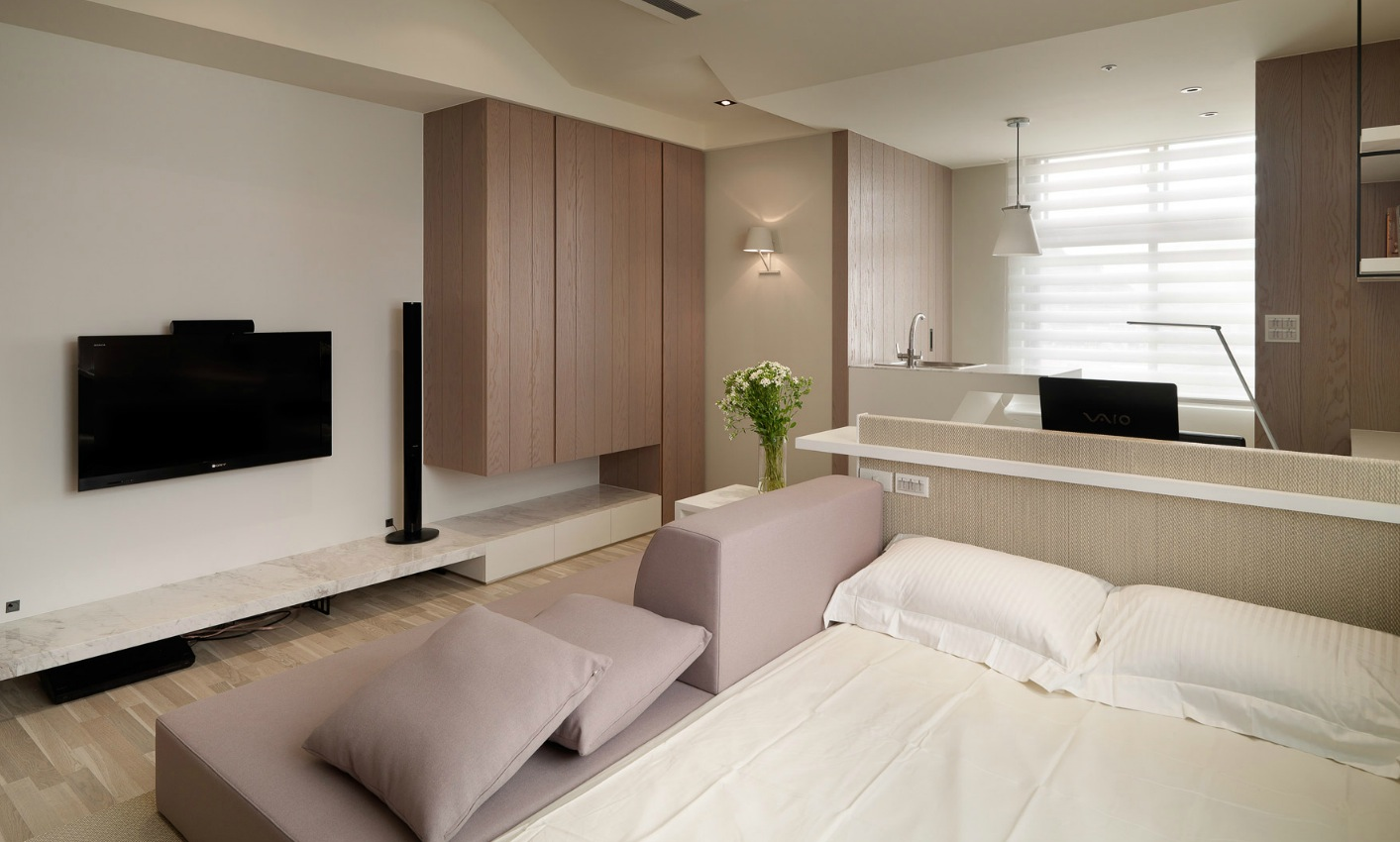 Small living super streamlined studio apartment for Studio apartment furniture layout