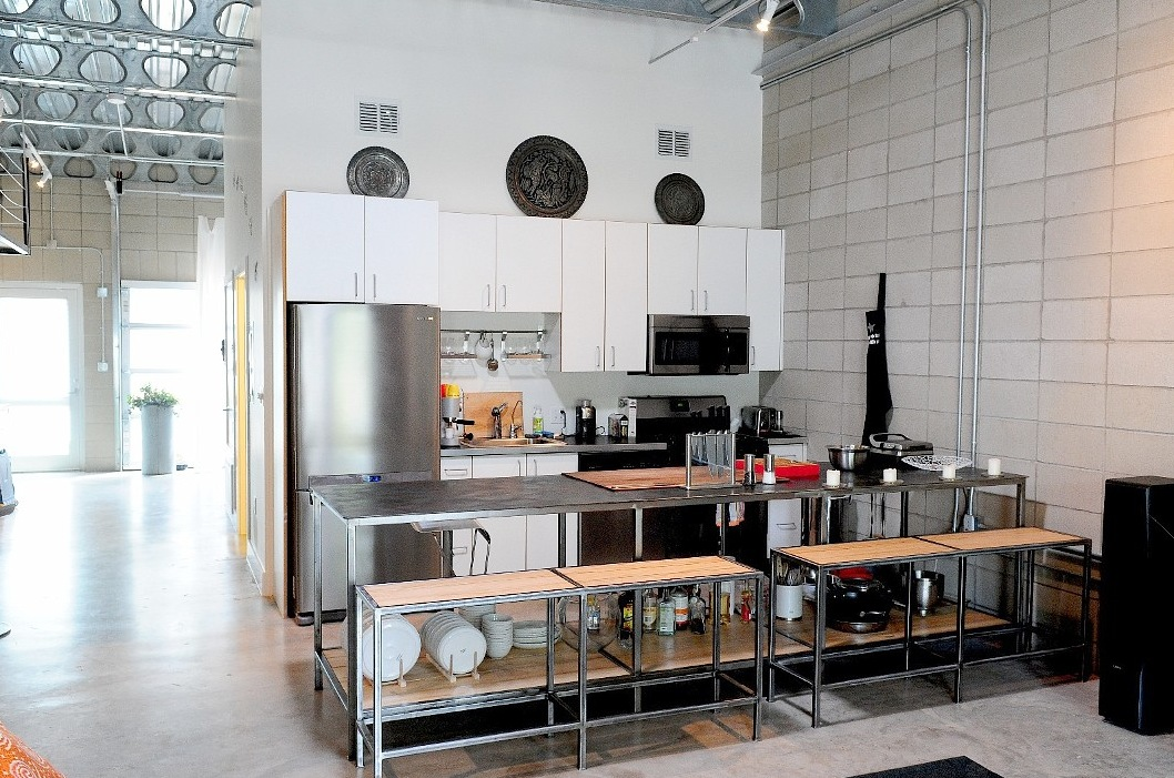 White industrial kitchen for Industrial style kitchen