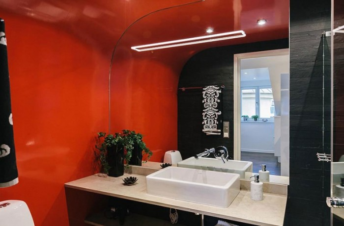 An Asian-inspired bathroom seems a bit unexpected when set amongst the other room's their decors. The sharply curved wall and ceiling are a brilliant shade of Chinese red.