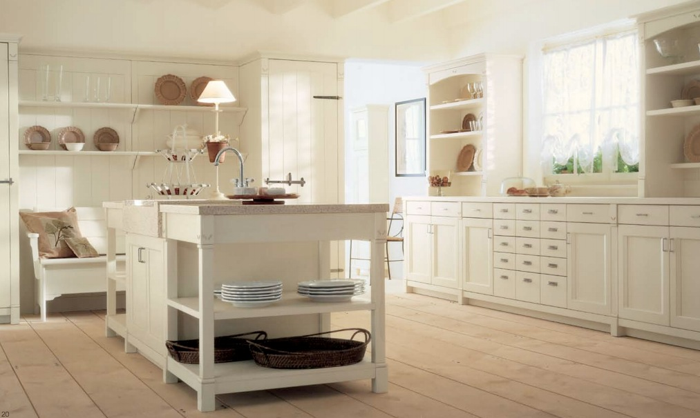 Minacciolo country kitchens with italian style for Cream kitchen ideas