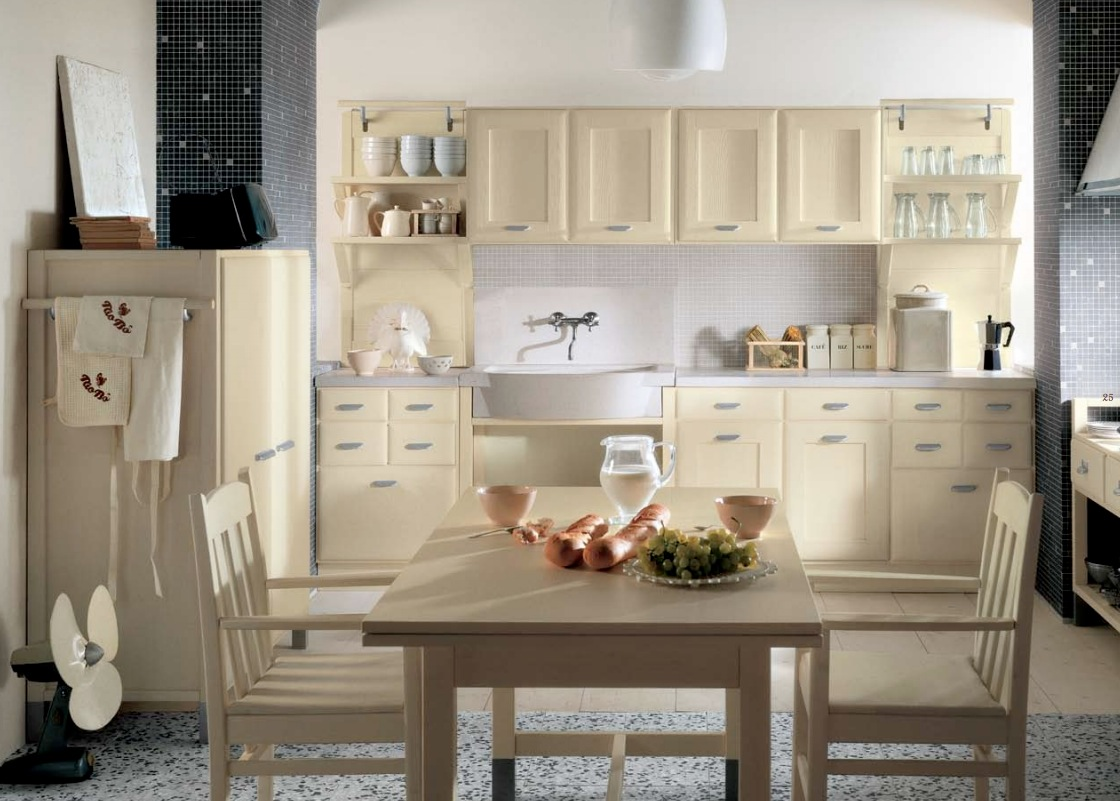 Minacciolo country kitchens with italian style for Small country kitchen decorating ideas