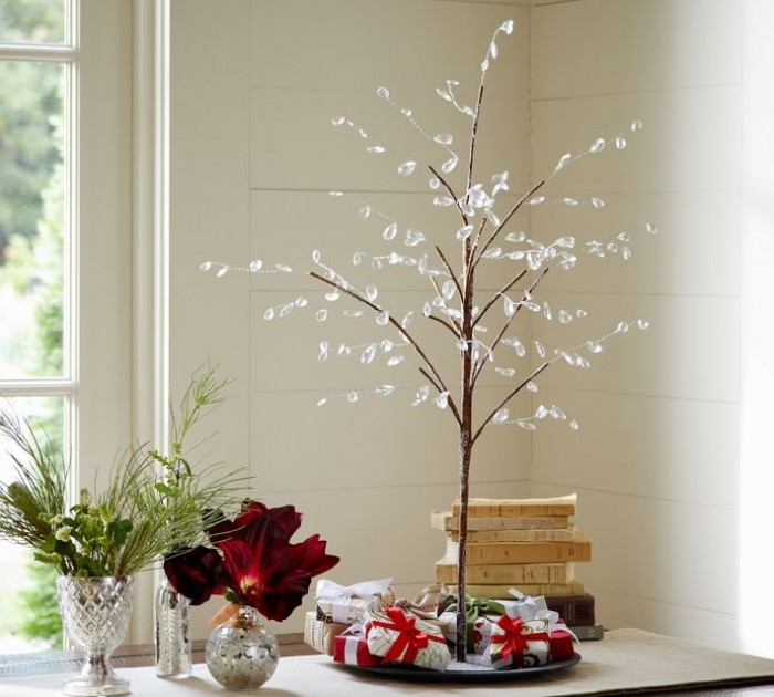 minimalist holiday table decor