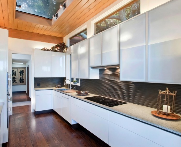 black graphic wavy backsplash