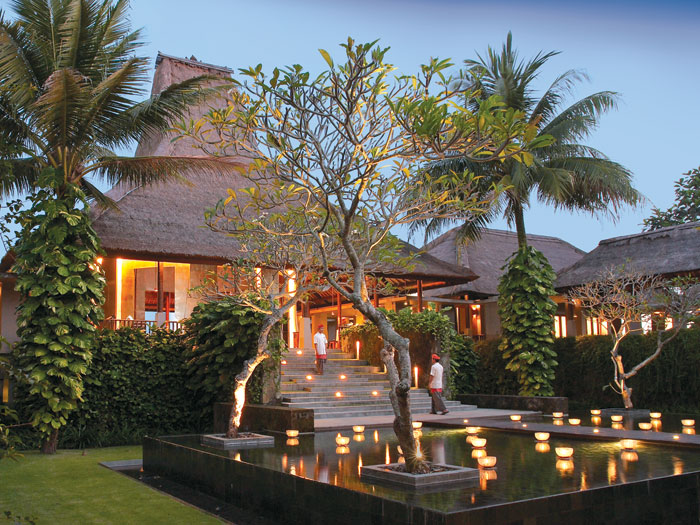 The main villa welcomes visitors and guests with an lovely candlelight illuminated exterior.