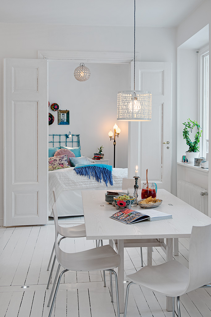 romantic white apartment decor