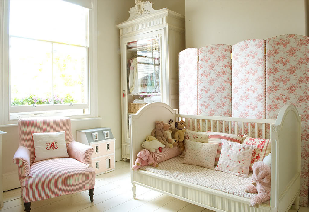 1 nursery girls bedroom 5 for Nursery room ideas for small rooms