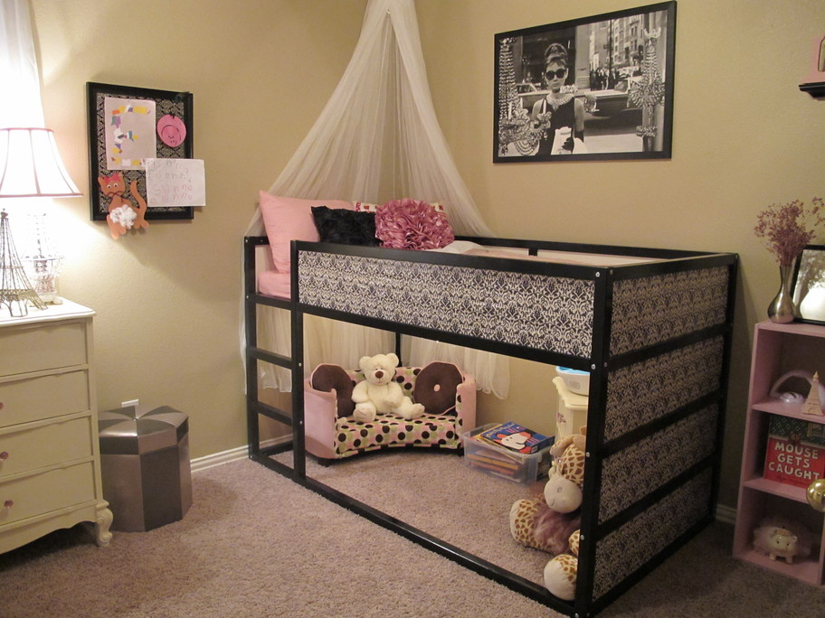 http://www.home-designing.com/wp-content/uploads/2013/02/1-nursery-girls-bedroom-6.jpeg