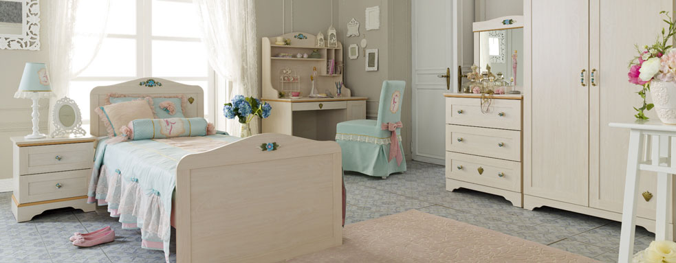 http://www.home-designing.com/wp-content/uploads/2013/02/3-preteen-girls-bedroom-12.jpeg