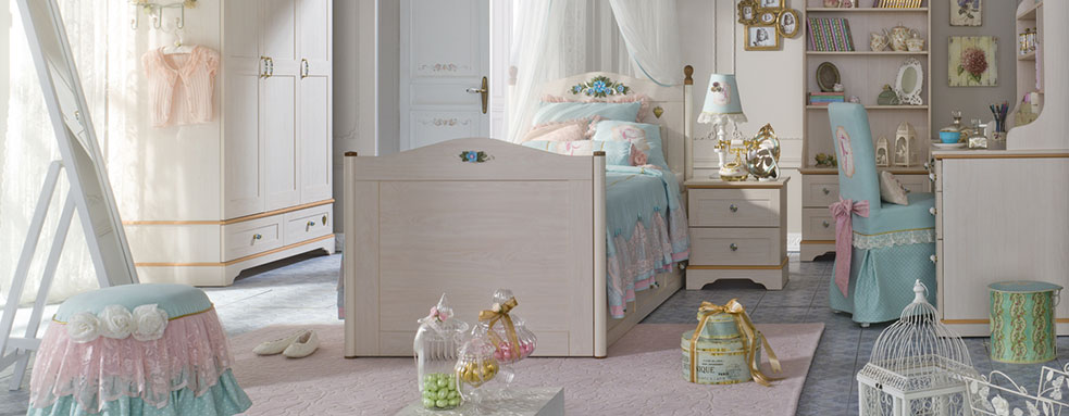 http://www.home-designing.com/wp-content/uploads/2013/02/3-preteen-girls-bedroom-20.jpeg