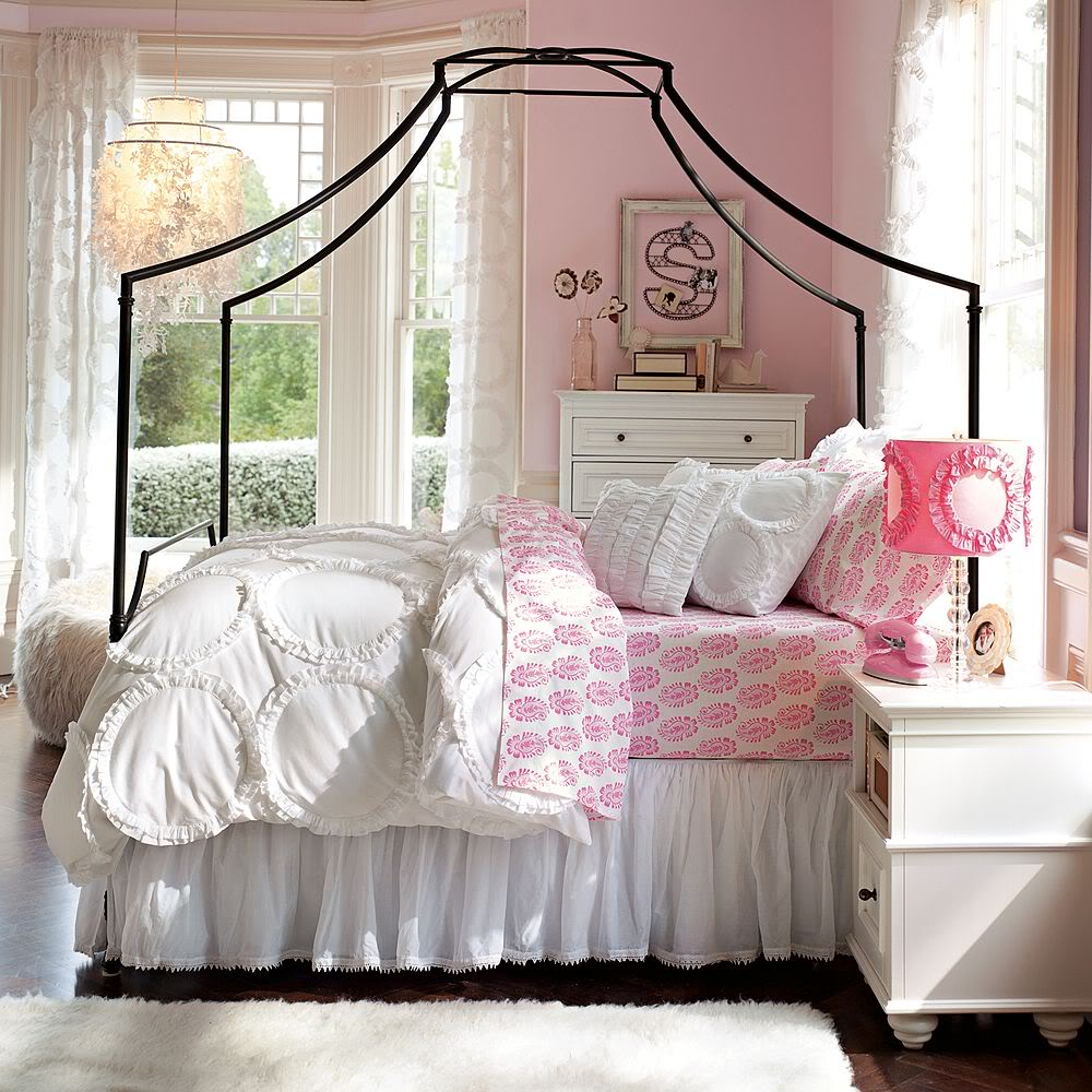 http://www.home-designing.com/wp-content/uploads/2013/02/3-preteen-girls-bedroom-26.jpeg