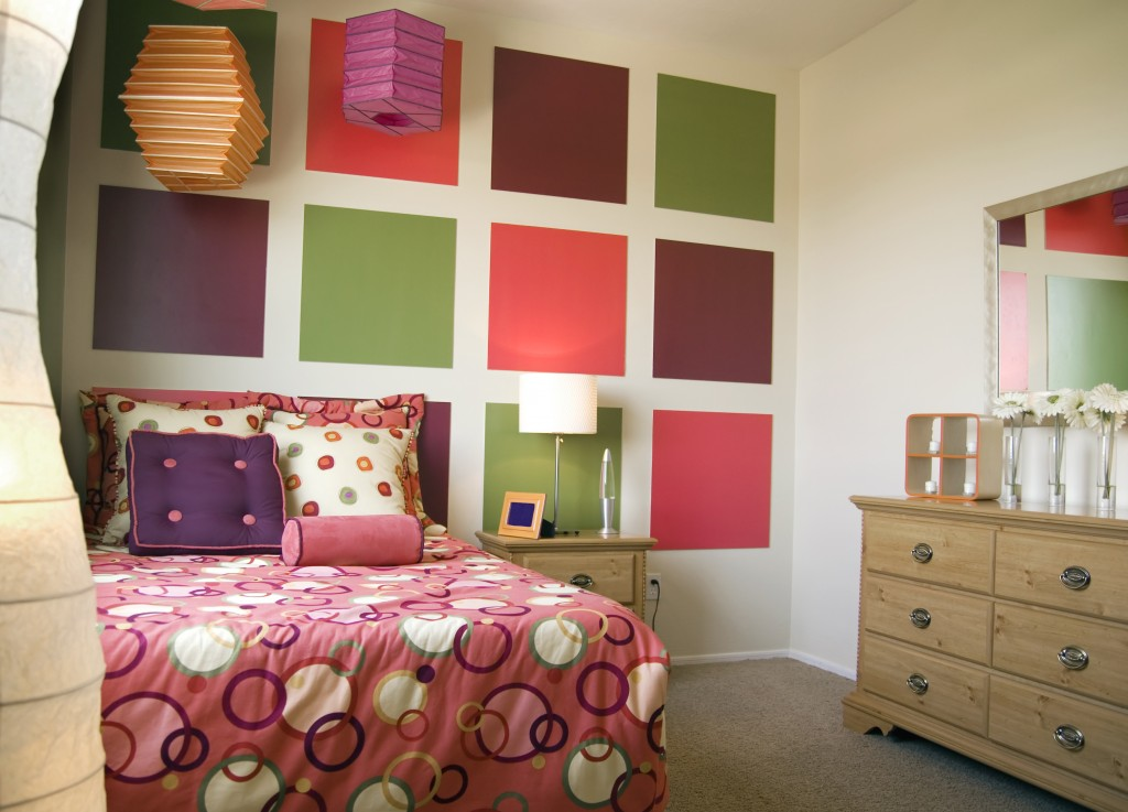 http://www.home-designing.com/wp-content/uploads/2013/02/4-teen-girls-bedroom-2.jpeg