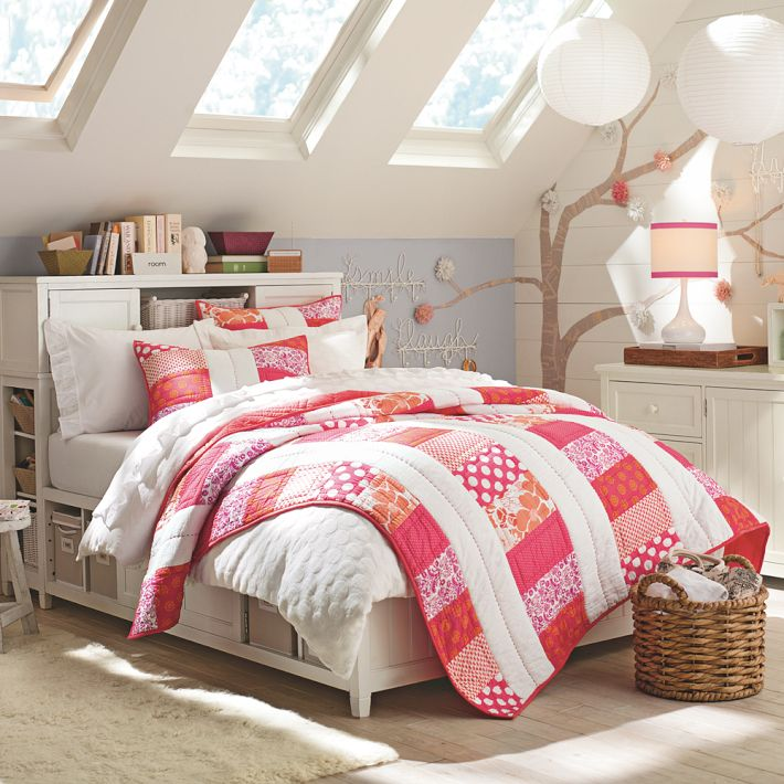 http://www.home-designing.com/wp-content/uploads/2013/02/4-teen-girls-bedroom-34.jpeg