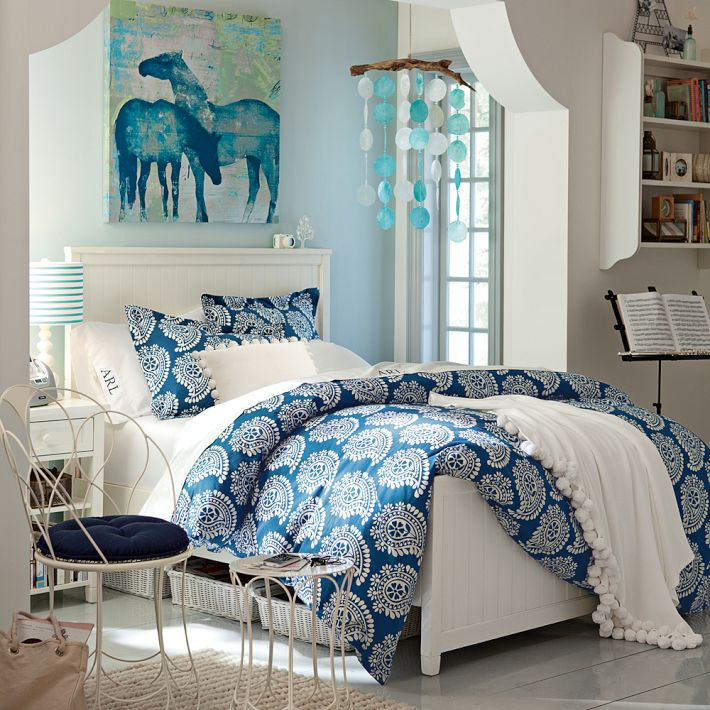 http://www.home-designing.com/wp-content/uploads/2013/02/4-teen-girls-bedroom-35.jpeg
