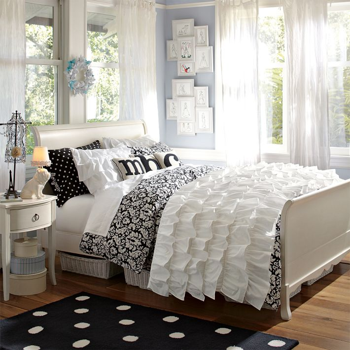 http://www.home-designing.com/wp-content/uploads/2013/02/4-teen-girls-bedroom-37.jpeg