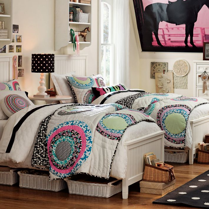 http://www.home-designing.com/wp-content/uploads/2013/02/4-teen-girls-bedroom-39.jpeg