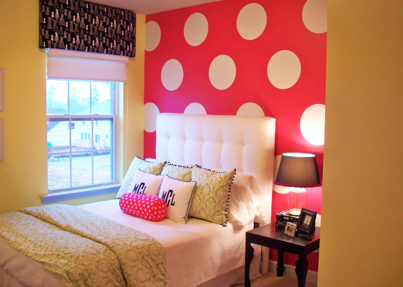 http://www.home-designing.com/wp-content/uploads/2013/02/4-teen-girls-bedroom-47.jpeg