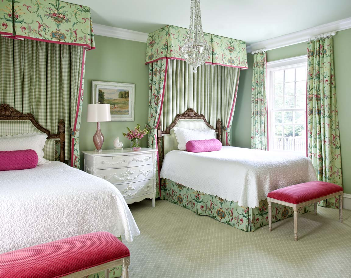 http://www.home-designing.com/wp-content/uploads/2013/02/4-teen-girls-bedroom-54.jpeg