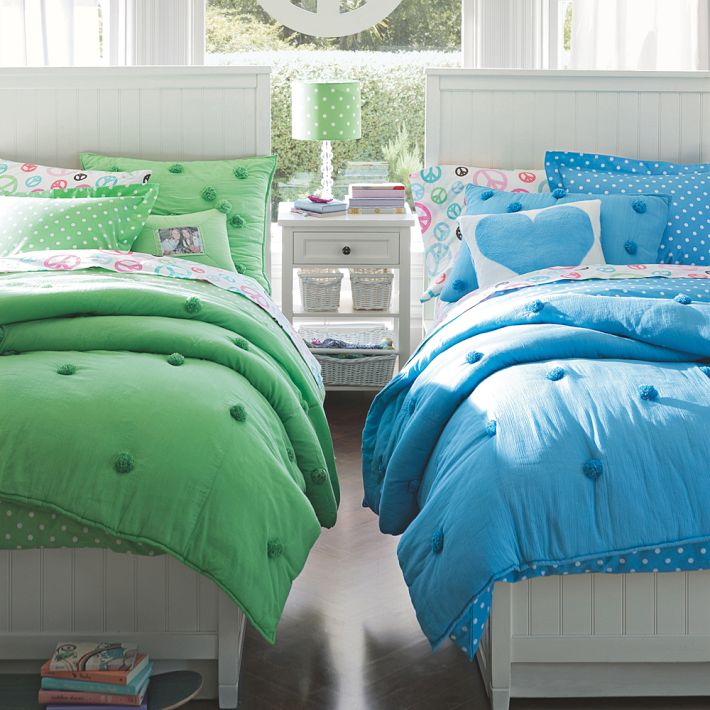 http://www.home-designing.com/wp-content/uploads/2013/02/4-teen-girls-bedroom-9.jpeg