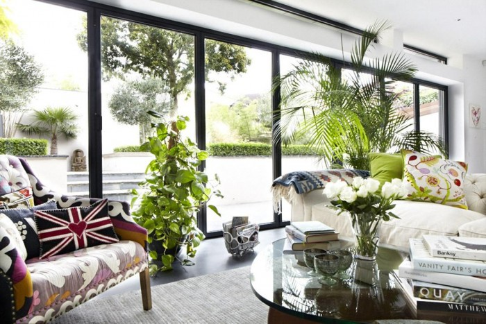 A wall of windows opens onto the garden and outdoor living spaces beyond. Modern Victorian House in London Modern Victorian House in London modern victorian home living space 2 700x467