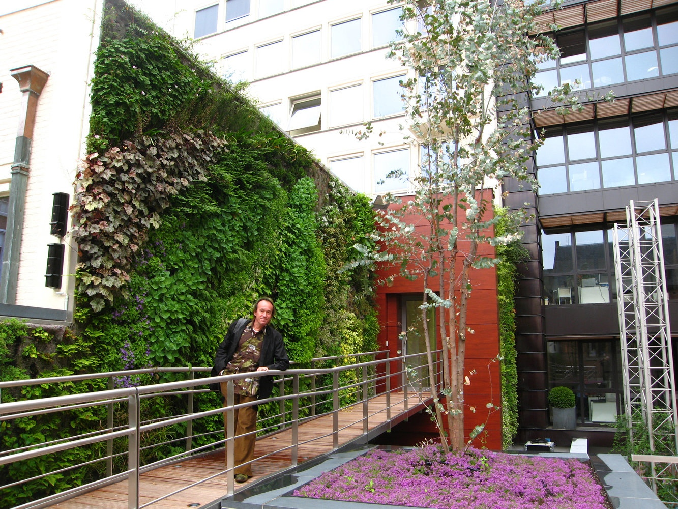 Charmant Large Scale Vertical Gardens