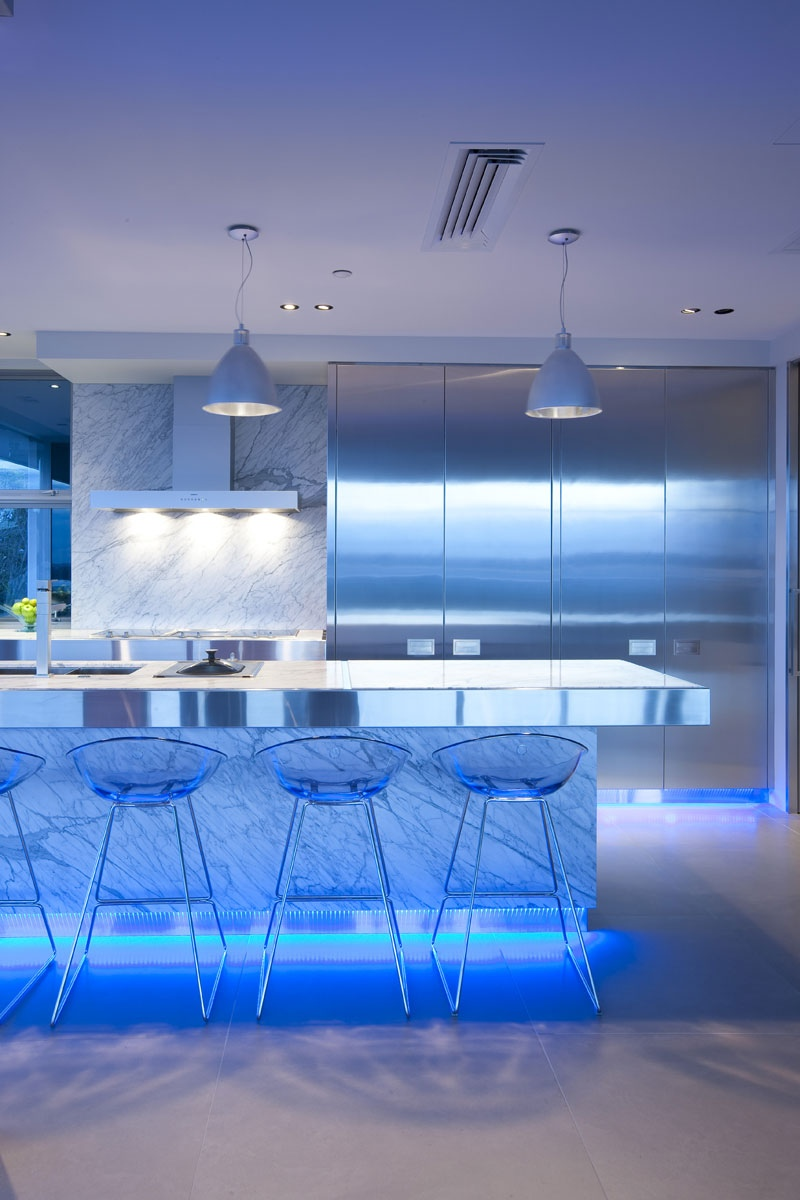 17 light filled modern kitchens by mal corboy for Designer lighting