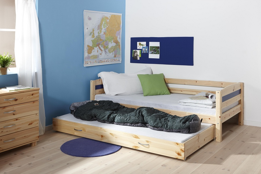 http://www.home-designing.com/wp-content/uploads/2013/03/boys-basic-trundle-bed-room-design-blue.jpeg