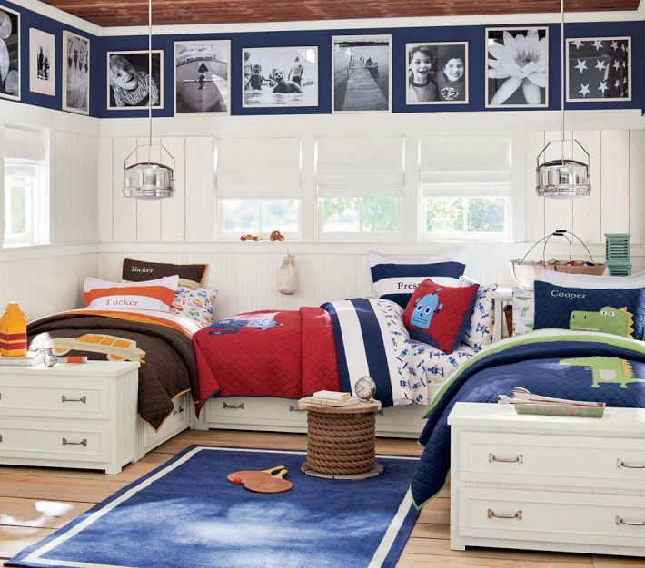 http://www.home-designing.com/wp-content/uploads/2013/03/boys-room-for-three-brothers-layout-beds.jpeg