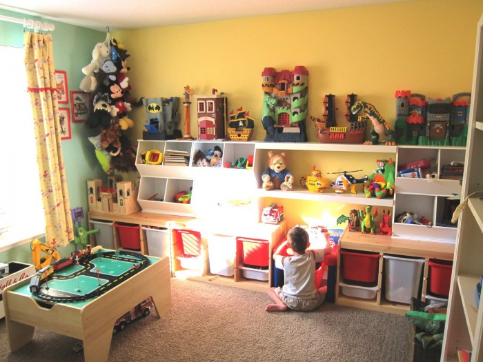coreymoortgat.blogspot.in child's room boy happy yellow walls green accessories and racetrack