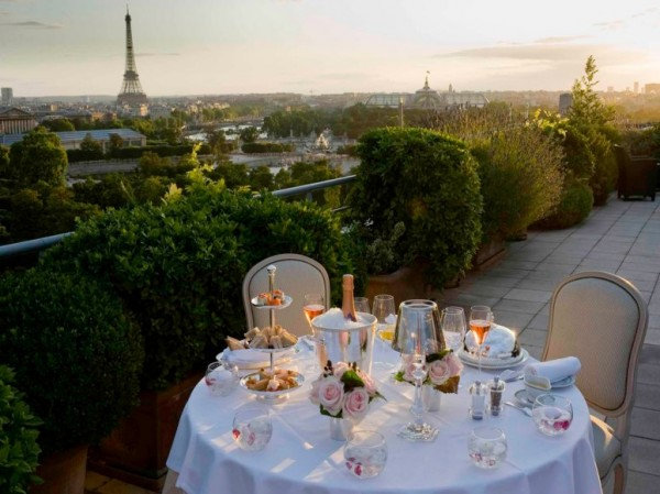 dinner on the terrace with views of the Eiffel Tour Paris