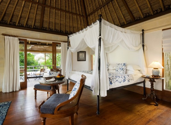 Though fundamentally organic, the interiors offer a dramatic wooden contrast to the green of their surroundings that can be appreciated from almost any set of indoor co-ordinates. Thatching (usually made up of coconut or sugar palm leaves) and exposed beams are softened by a liberal use of white in both bedding and soft furnishings, and guests are romanced by the addition of mosquito netting which hangs in tandem with neutral window treatments in each of the suites.