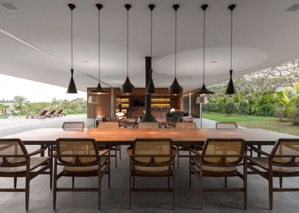 Marcio Kogan's Casa Lee Concrete House- open plan indoor outdoor living pendant lit