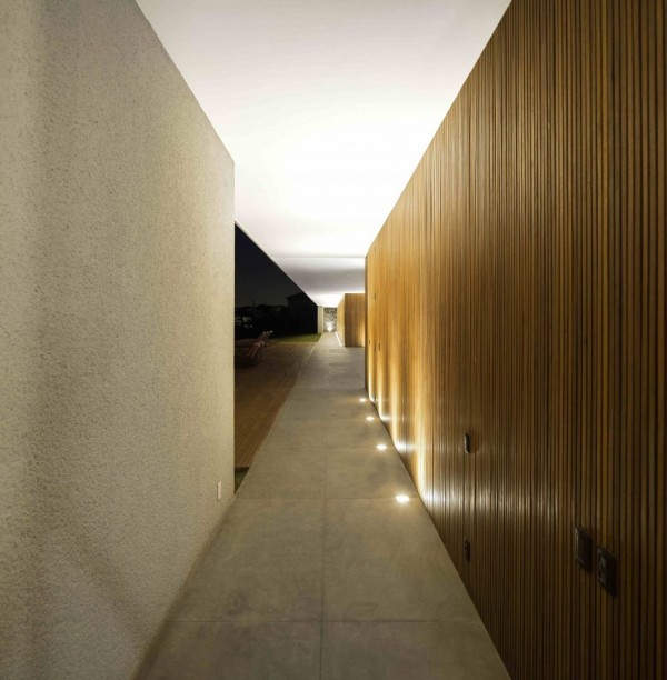 Marcio Kogan's Casa Lee Concrete House- wood clad hall up lit