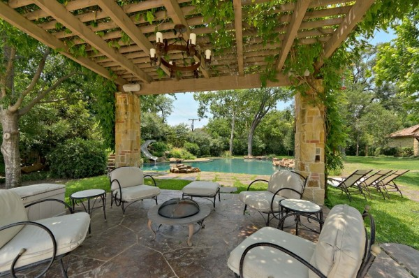 Outdoor Living Space 12