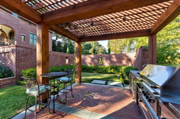 Outdoor Living Space 14
