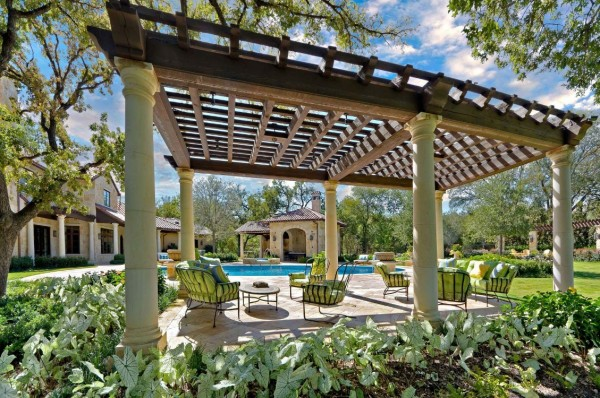 Outdoor Living Space 8