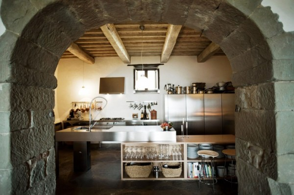 The Boffi kitchen, on the other hand, is state-of-the-art. Graced by a majestic arch, it is a reflection of Italy's long and delicious history of great food. Anyone can be a master chef in this kitchen.