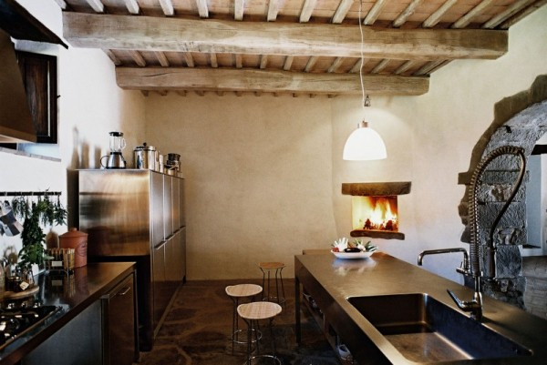 It even features a pizza oven to create that holiest of Italian dishes