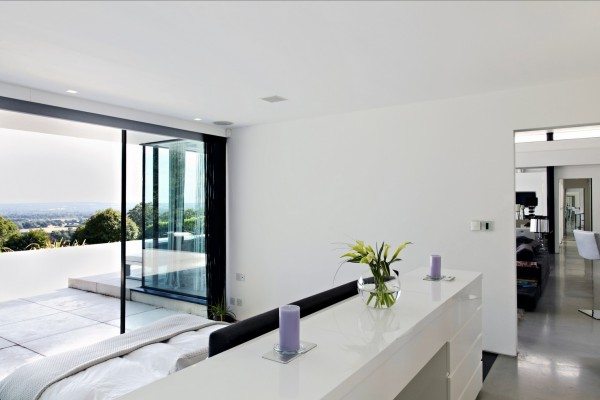 About Contemporary Home Open To Panoramic Views Interior Design Ideas