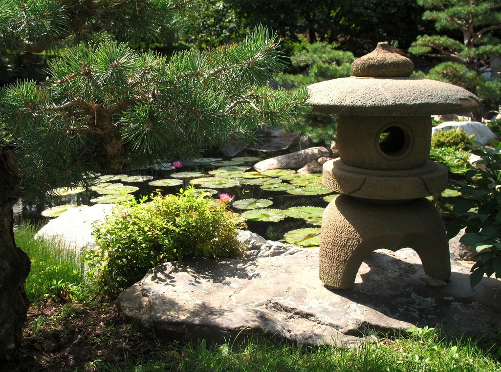 Japanese zen gardens for Small japanese garden designs