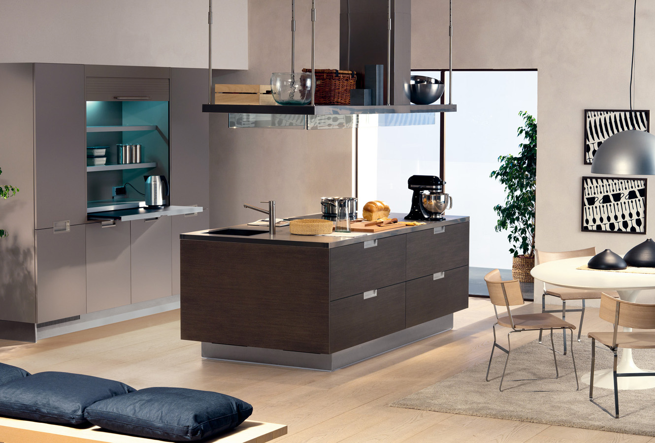 another well designed space with recessed walls that keep the space appearing larger and open - Italian Kitchen Design Sinks