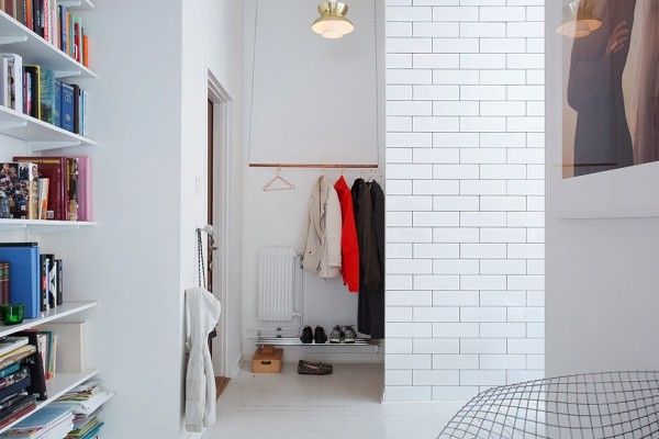 19 closet without doors