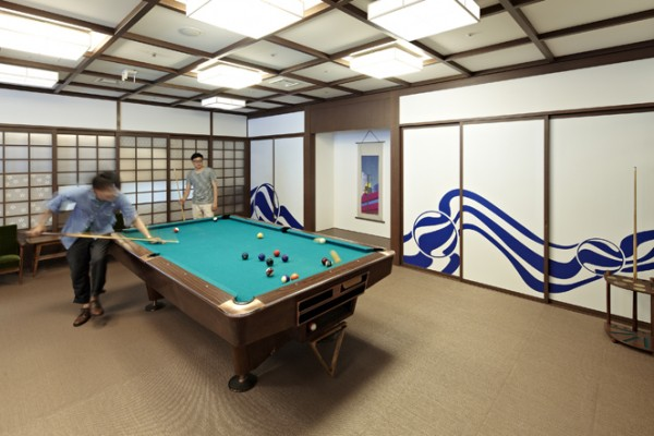 Another popular feature among technology office is space dedicated to recreation. This pool table, frequently used for blowing off steam or simply getting the creative juices flowing, is just one of many entertainment and recreation options on the Google Tokyo campus.