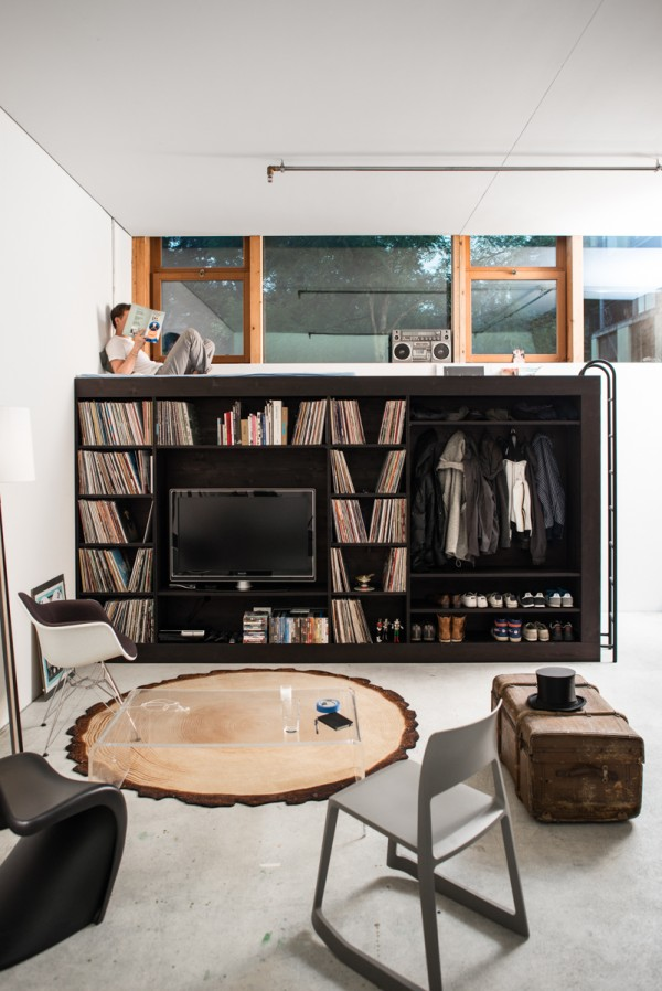 The top of the cube is far from wasted space. A thin mattress and hanging ladder make it accessible as a guest bed for visitors or a comfortable reading nook for Könneker. The windows let in ample light and offer a notable view.