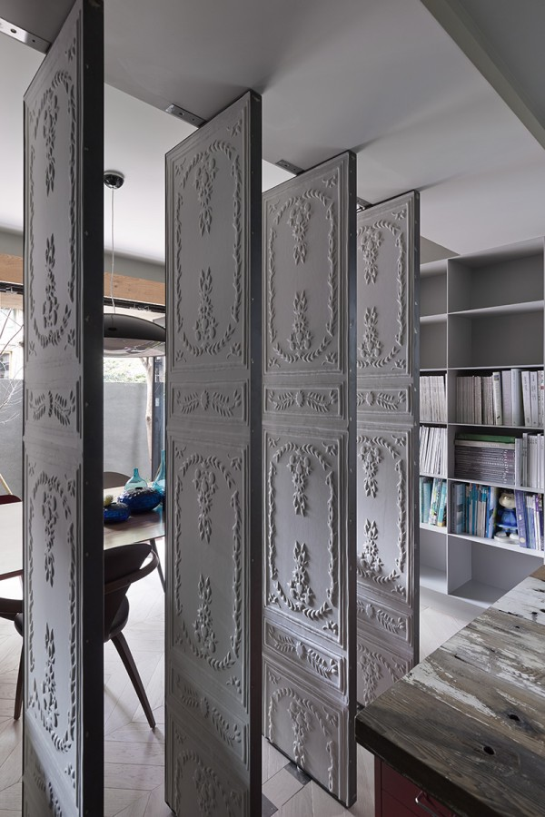 embossed room dividers 600x900 - Dreamy Ideas For Decorating Small House