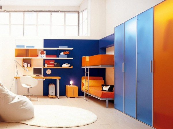 For sleepovers or brothers, a second bed can be folded down above the first. Instant bunk beds without sacrificing the desk.