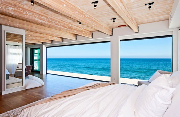 Most would certainly consider these bedroom views of the Pacific as a step up from balcony views of Ugly Naked Guy, trading exposed ceiling beams for exposed man parts.