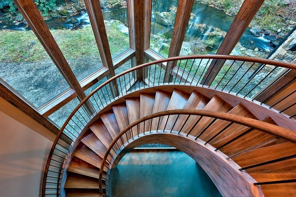 A sweeping spiral staircase in beautifully polished wood takes guests from the entrance on the ground floor to the upstairs living area and kitchen.