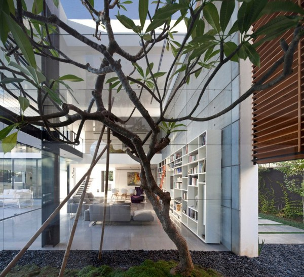 The landscaping around the home is also decidedly important, particularly with the massive glass walls. Trees, stones, and moss make this neighborhood home feel more secluded and natural.